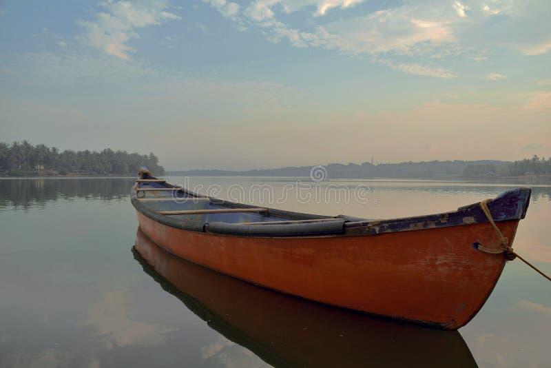 Czerwona łódź Mangalore obraz stock