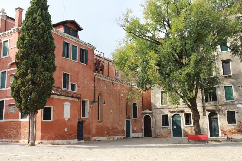 Czerwona ławka w Wenecja fotografia royalty free