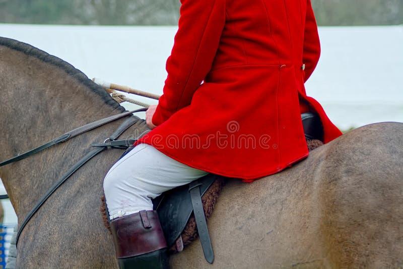Czerwona łowiecka kurtka, biali breeches & jeździeccy buty, zdjęcia stock