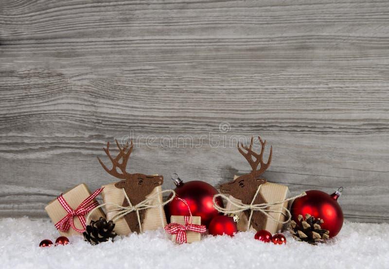 Download Czerwona Boże Narodzenie Dekoracja W Kraju Stylu Z Prezentów Pudełkami, Reind Obraz Stock - Obraz złożonej z kardamon, cheeked: 57652783