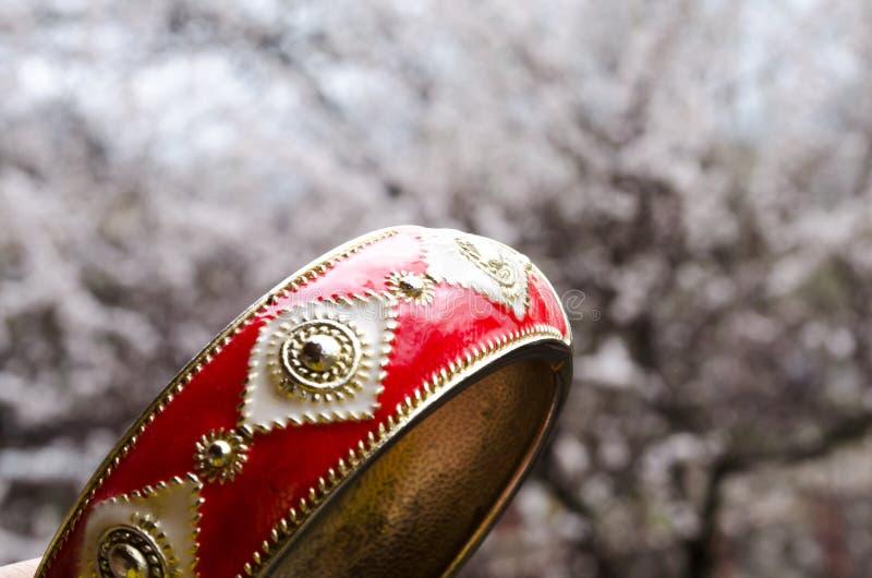 Czerwona bransoletka Wiosna Wiosna kwiat Bijouterie Bi?uteria dla dziewczyn Bransoletka robić metal zdjęcie royalty free