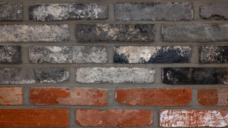 Czerwona cegła, czarna cegła, prostacka tekstura obrazy stock