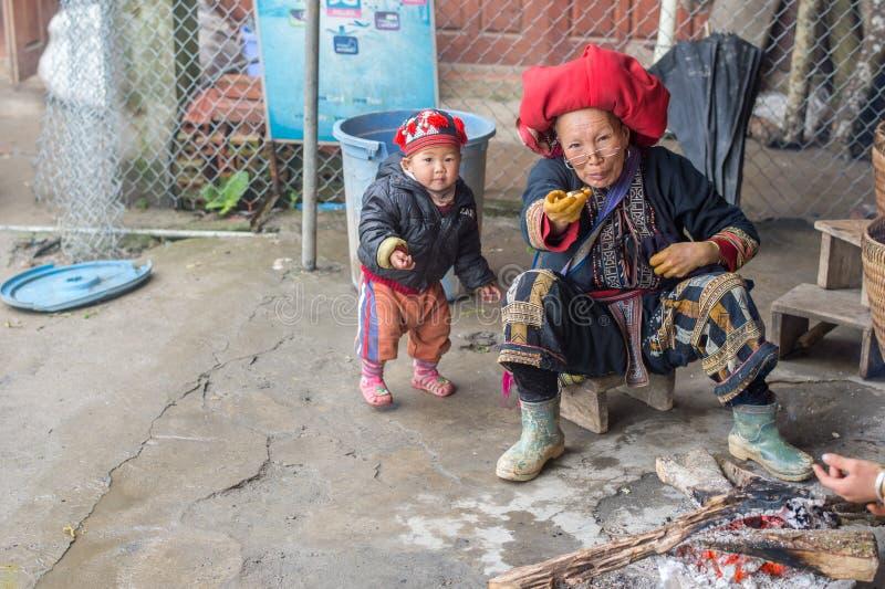 Czerwona Dao kobieta w Sapa, Wietnam obraz royalty free