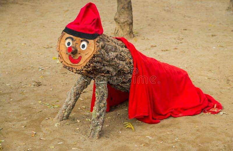 Czerwona drewniana boże narodzenie maskotka w Barcelona zdjęcie stock