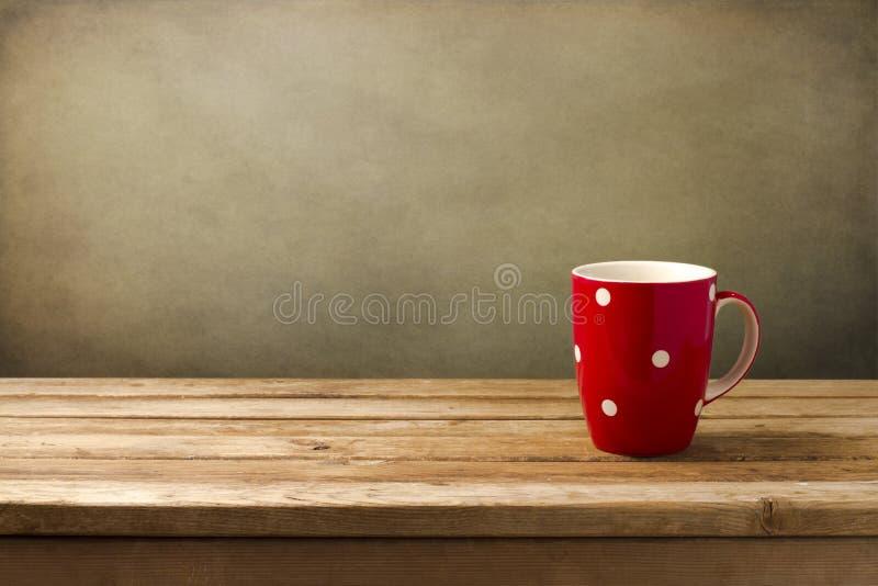 Czerwona filiżanka z kropkami obrazy royalty free