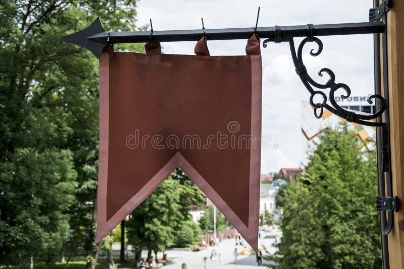 Czerwona flaga w mieście zdjęcie royalty free