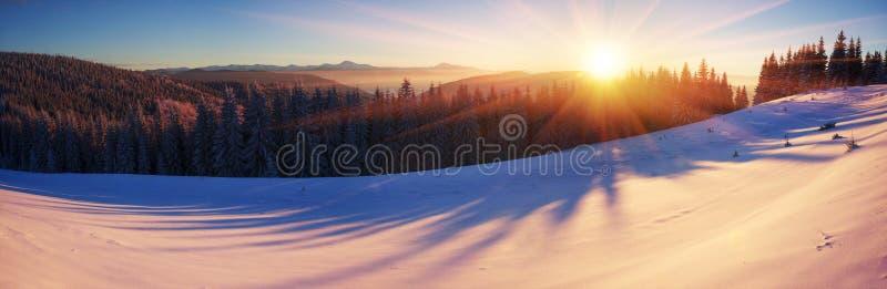 Czerwona góra w Carpathians obraz royalty free