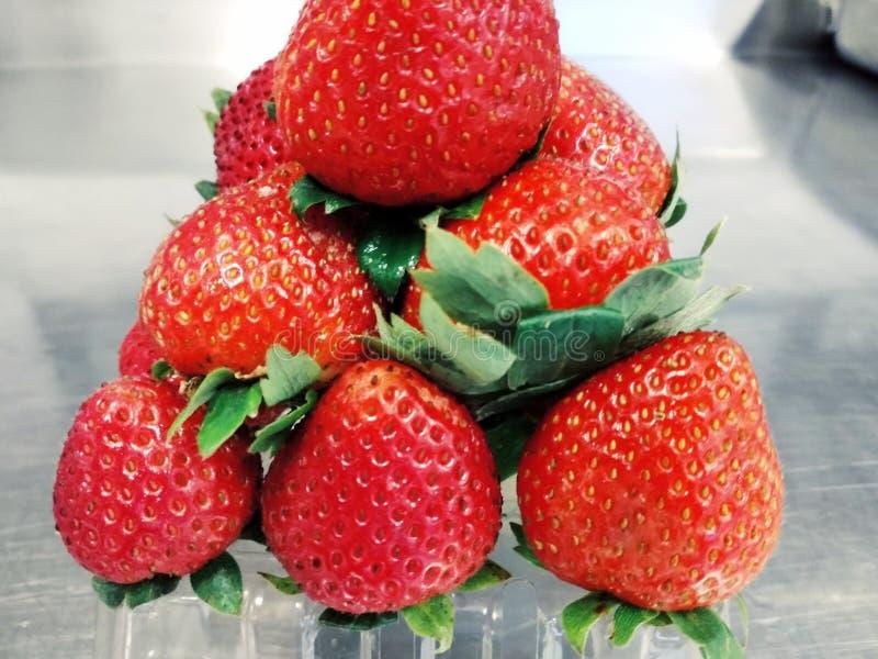 Czerwona i piękna truskawka zdjęcie stock