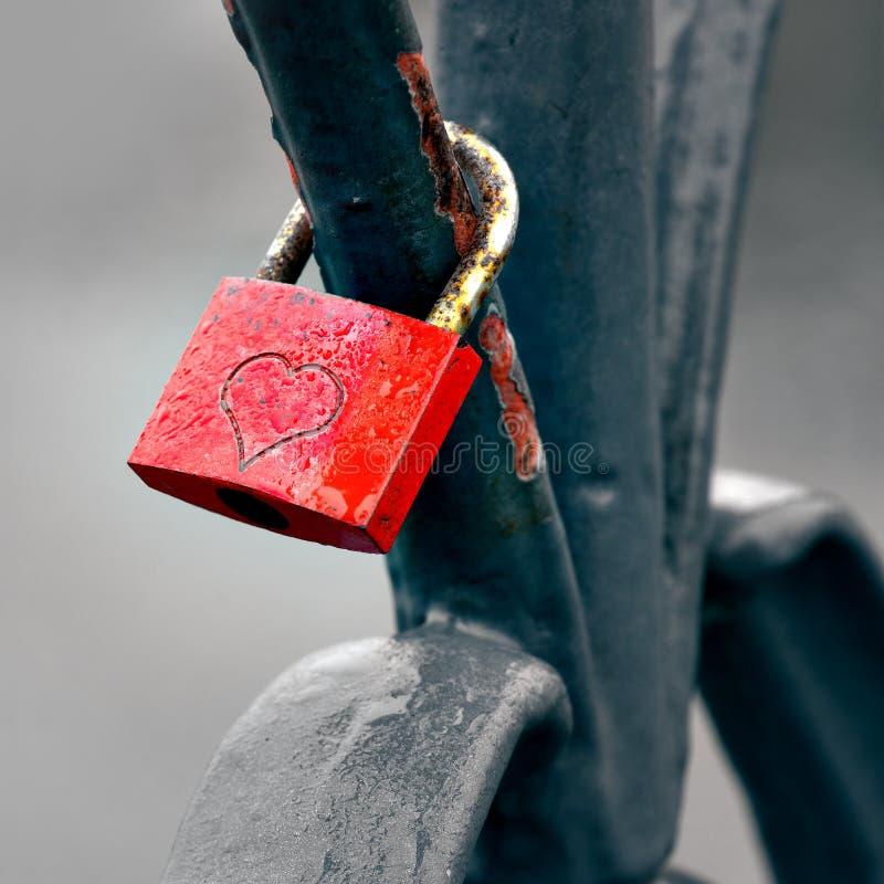Czerwona kłódka zdjęcia stock
