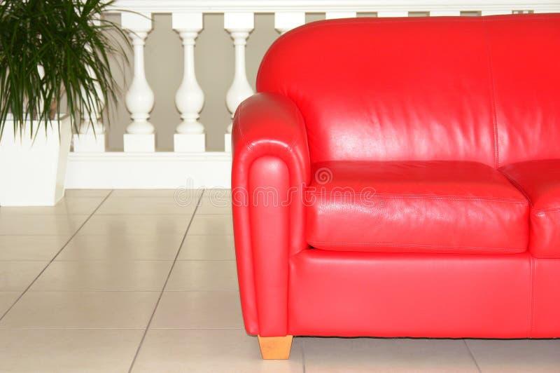 czerwona kanapa zdjęcie stock