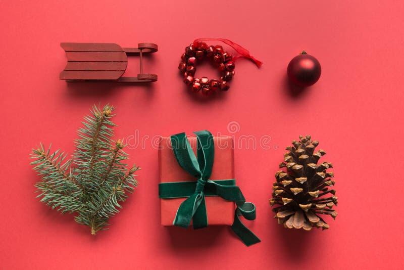 Czerwona kolekcja świąteczna z kulkami, płatkami śniegu, sercem, reniferami, cukierkową laską, wreath for mock up Szablon, projek obrazy stock