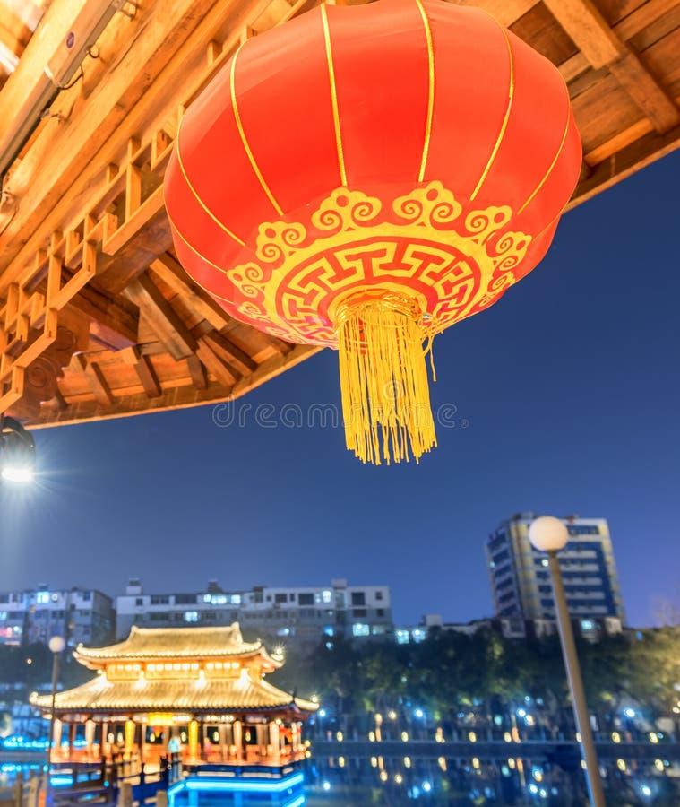 Czerwona lampionu pawilonu parka noc obraz royalty free