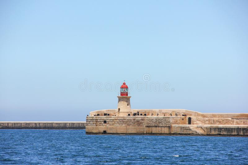 Czerwona latarnia morska w Valletta Uroczystym schronieniu obrazy royalty free
