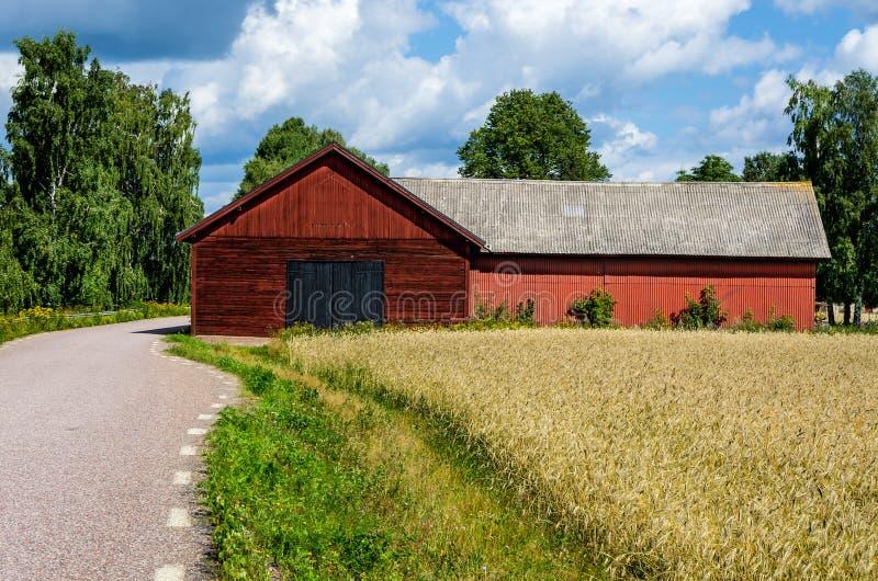 Czerwona drewniana stajnia fotografia stock