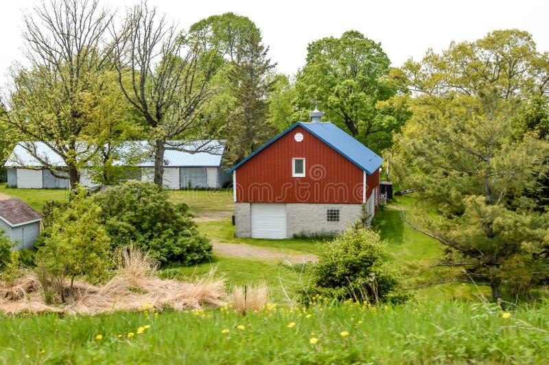 Czerwona stodoła w dolinie Wisconsin obrazy stock