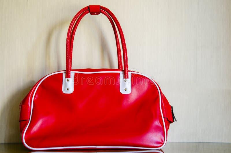 Czerwona torba, biznes, sporty lub podróż, fotografia royalty free