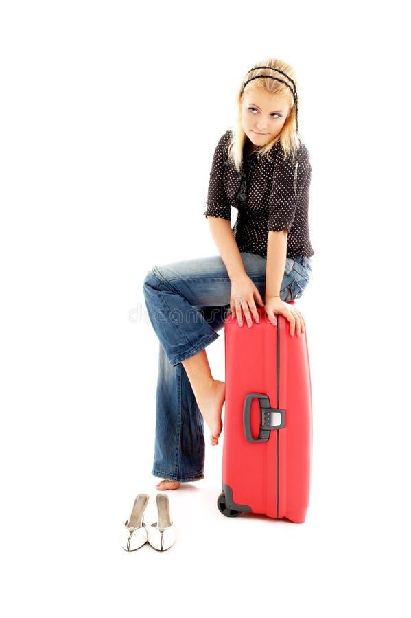 czerwona walizka urocza blondynka fotografia royalty free
