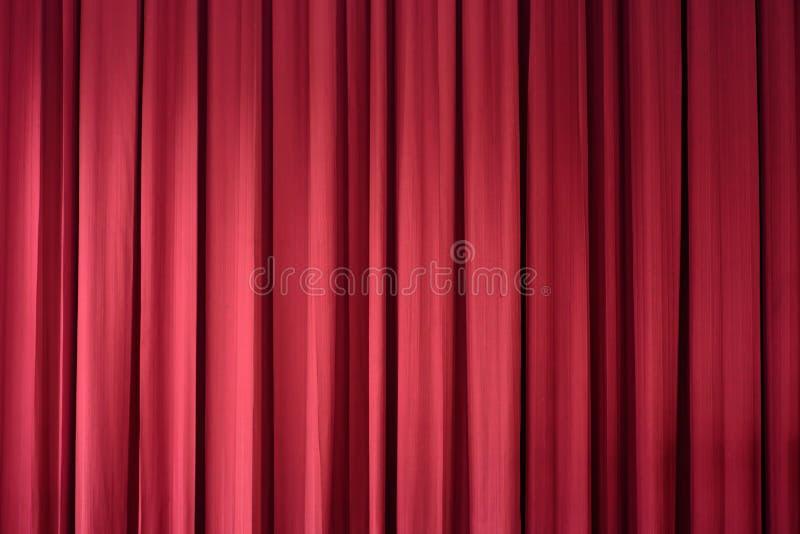 Czerwona zasłona jest tłem obraz royalty free