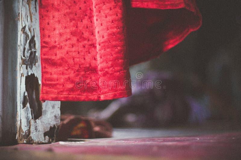 Czerwona zasłona w wiatrze zdjęcie royalty free