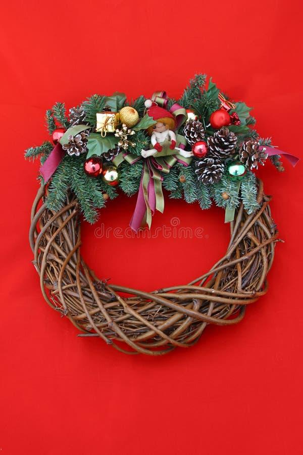 Download Czerwone świątecznej Wianek Zdjęcie Stock - Obraz złożonej z sosna, rożki: 132498