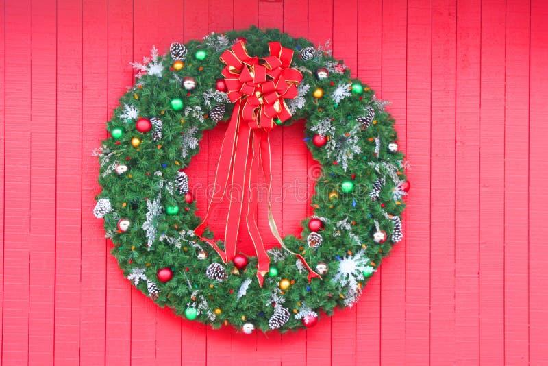 czerwone świątecznej wianek obrazy royalty free
