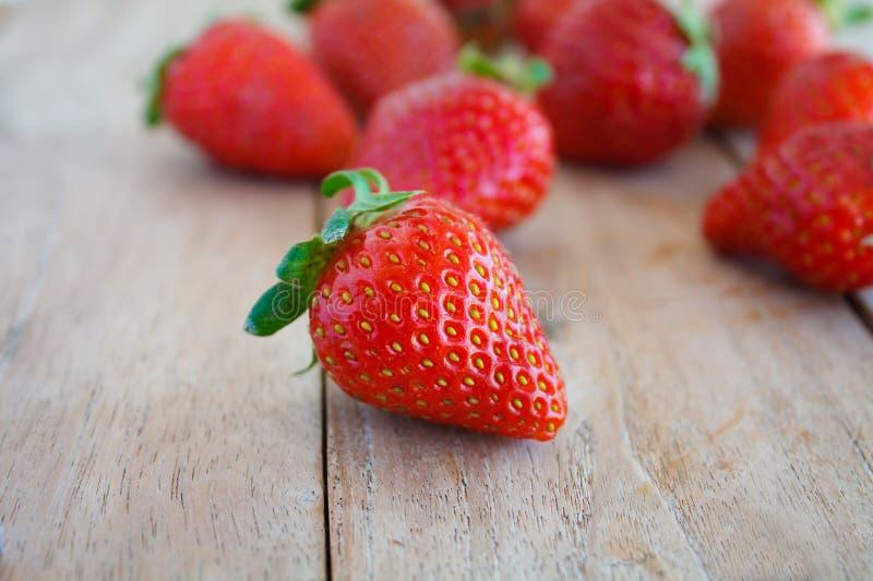czerwone świeże truskawki fotografia stock