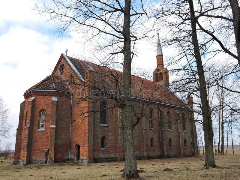 Czerwone cegły kościół, Lithuania obrazy stock