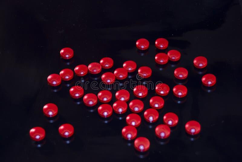 czerwone kofein pigułki fotografia stock