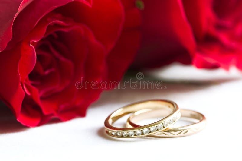 czerwone róże się poślubić zdjęcia stock
