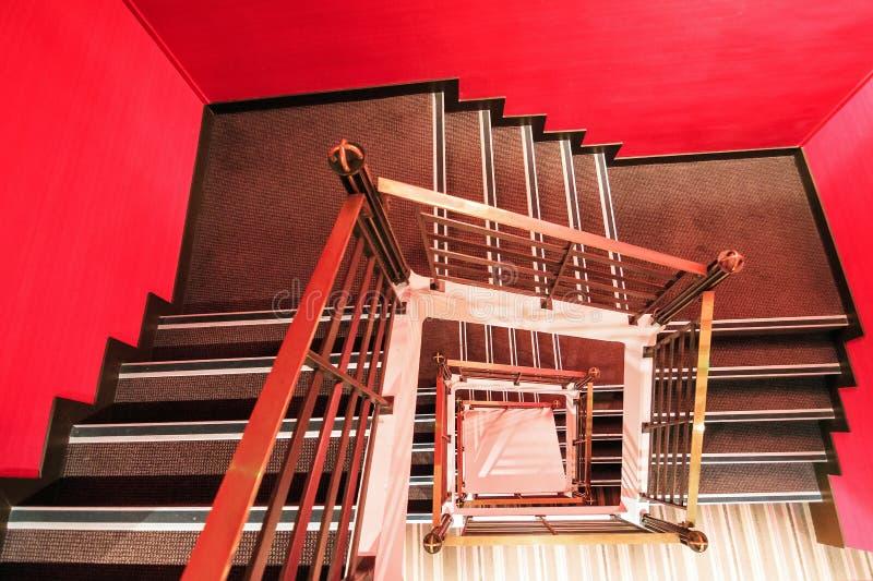 czerwone schody zdjęcia royalty free