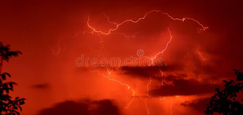 czerwone tło burzy. fotografia stock