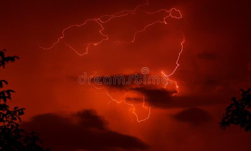 czerwone tło burzy. obrazy stock