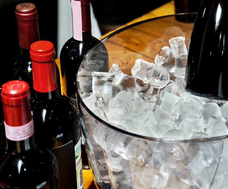 Czerwone wino na lodzie fotografia royalty free