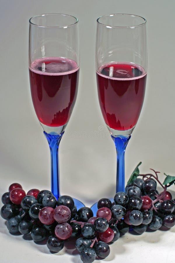 czerwone wino szklanek winogron obraz stock