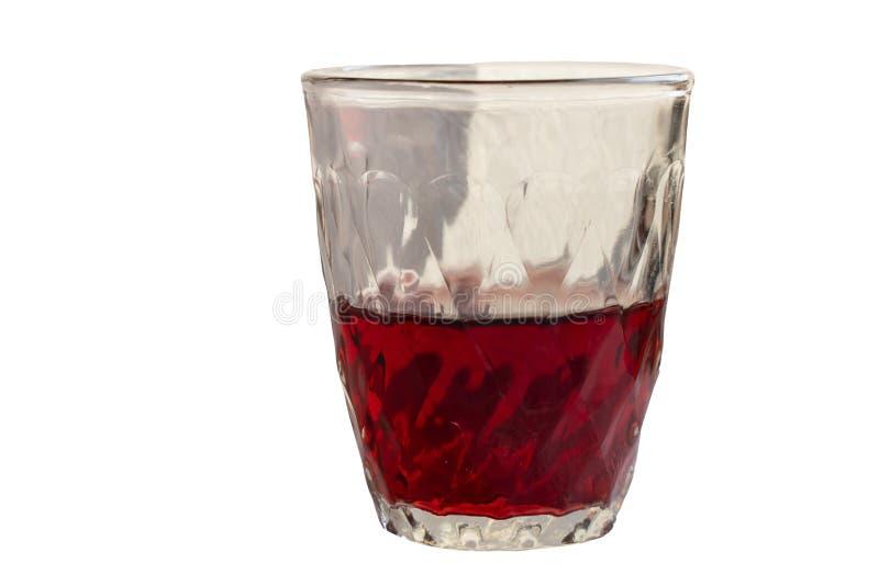 czerwone wino w szklanej filiżance na białym odosobnionym tle fotografia stock