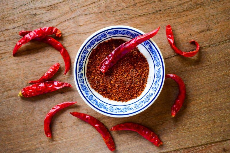 Czerwonego chili pieprz nad drewnianym stołem zdjęcie royalty free