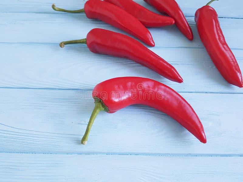 Czerwonego pieprzu mexicanon błękitny drewniany kulinarny obraz stock