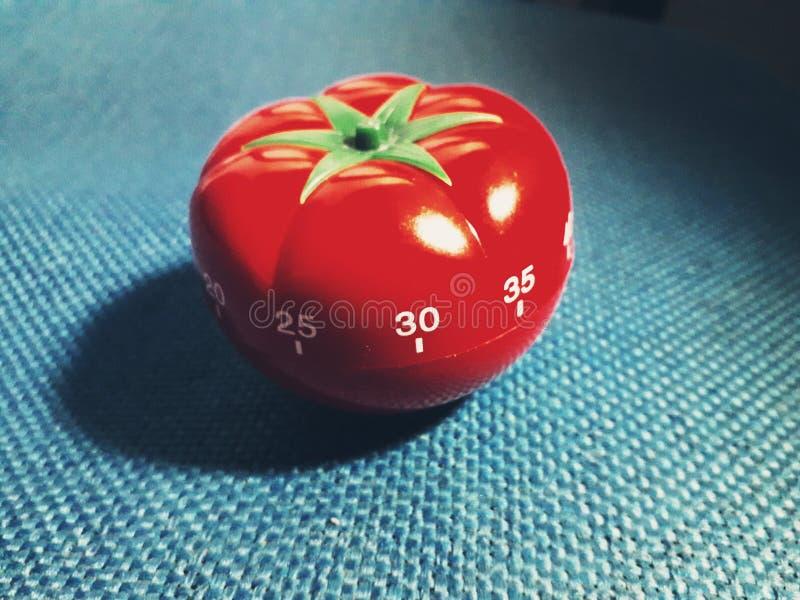 Czerwonego pomidoru kształtna kuchnia i pomodoro zegar obrazy royalty free