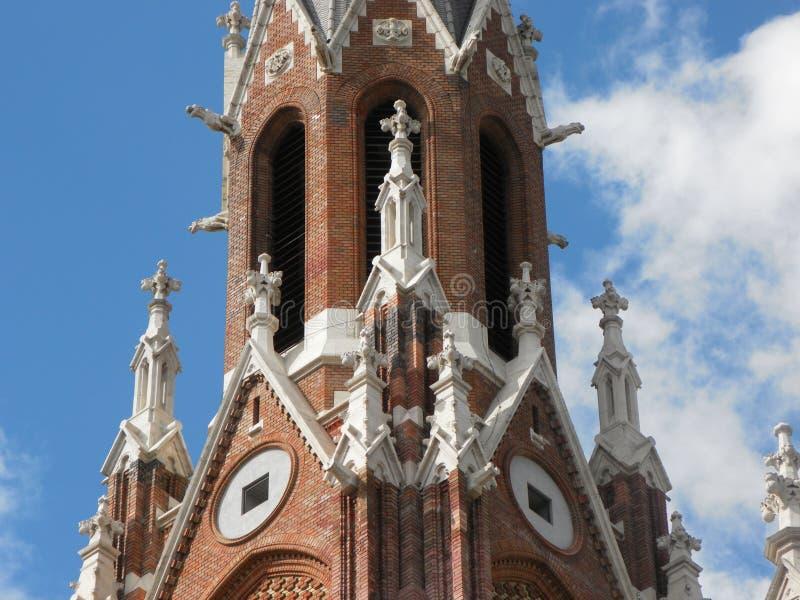 Czerwonej cegły kościelny wierza Budapest, W?gry zdjęcia stock