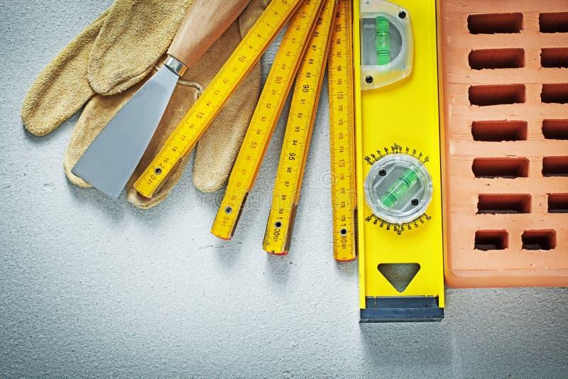 Czerwonej cegły ochronnych rękawiczek kitu noża budowy pozioma woode zdjęcia royalty free