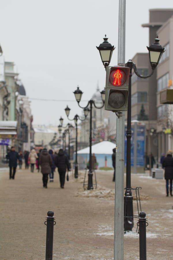 Czerwoni światła ruchu na zima rosjanina ulicie obrazy royalty free
