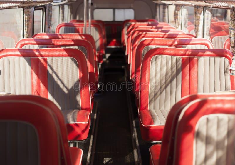 Czerwoni autobusów siedzenia zdjęcia royalty free