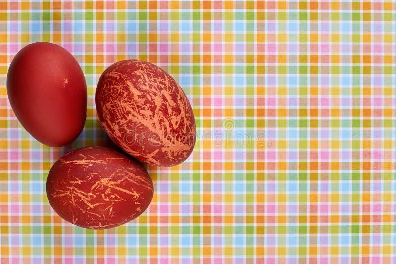 czerwoni barwioni jajka zdjęcia stock