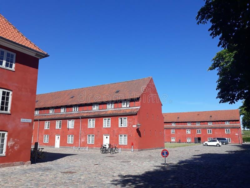 Czerwoni budynki w mieście obraz stock