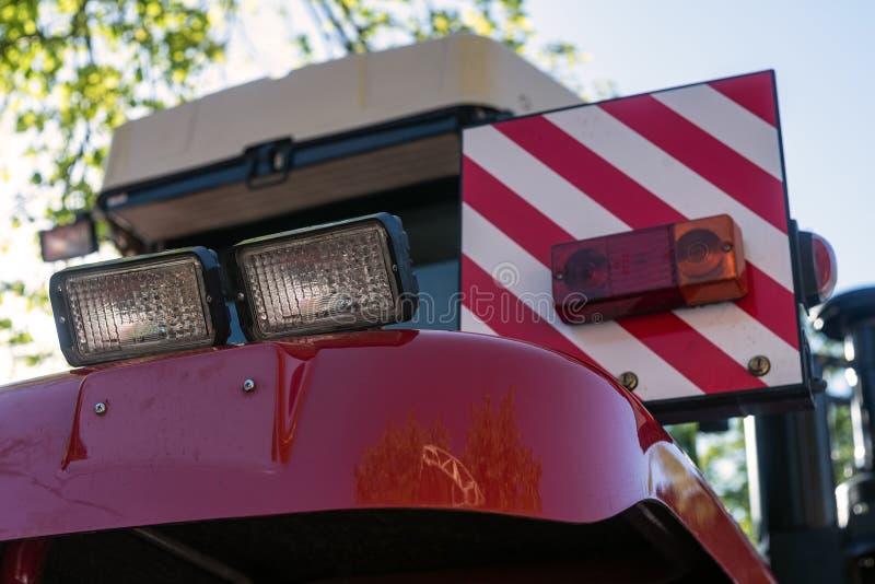 Czerwoni ciągnikowi ogonów światła w parking obrazy stock