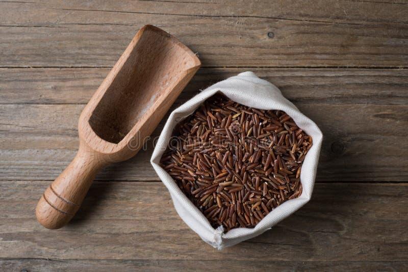 Czerwoni ermes ryż z bailer fotografia royalty free
