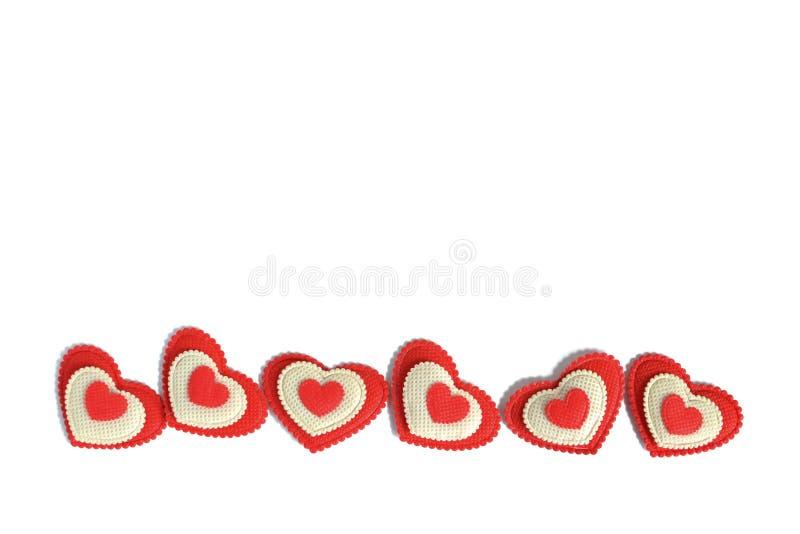 Czerwoni i biali serca odizolowywający obraz royalty free