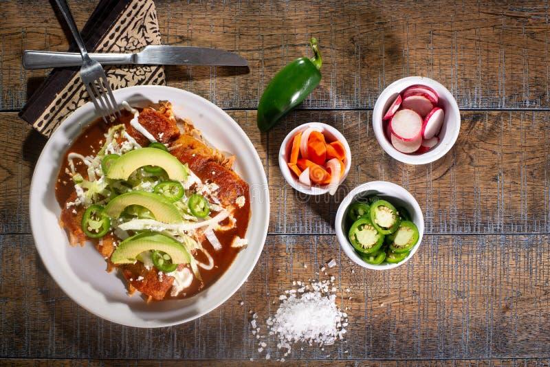 czerwoni kurczaków enchiladas zdjęcie stock