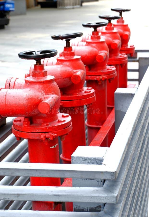 Czerwoni plenerowi pożarniczy hydranty obraz royalty free