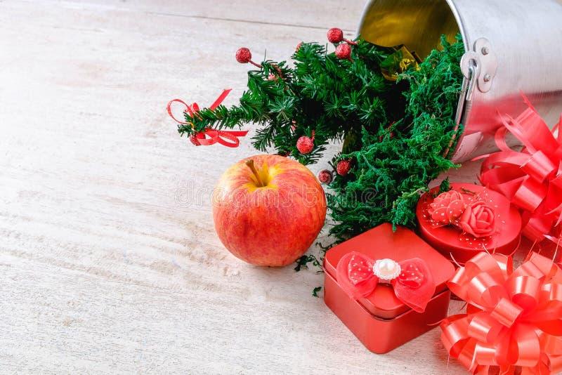 Czerwoni prezenta pudełka boże narodzenia zdjęcia royalty free